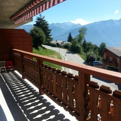 Vue depuis le balcon sur la région été-hiver